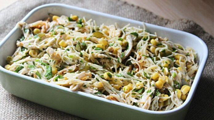 Tavuklu şehriye salatası | gaziantepetyemekleri.com