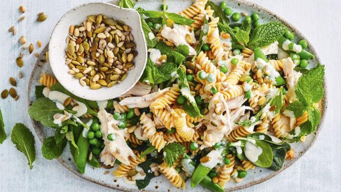 Tavuklu Makarna Salatası | Salata Tarifleri
