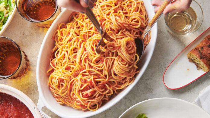 Domates Soslu Spaghetti Tarifi   Makarna Tarifleri
